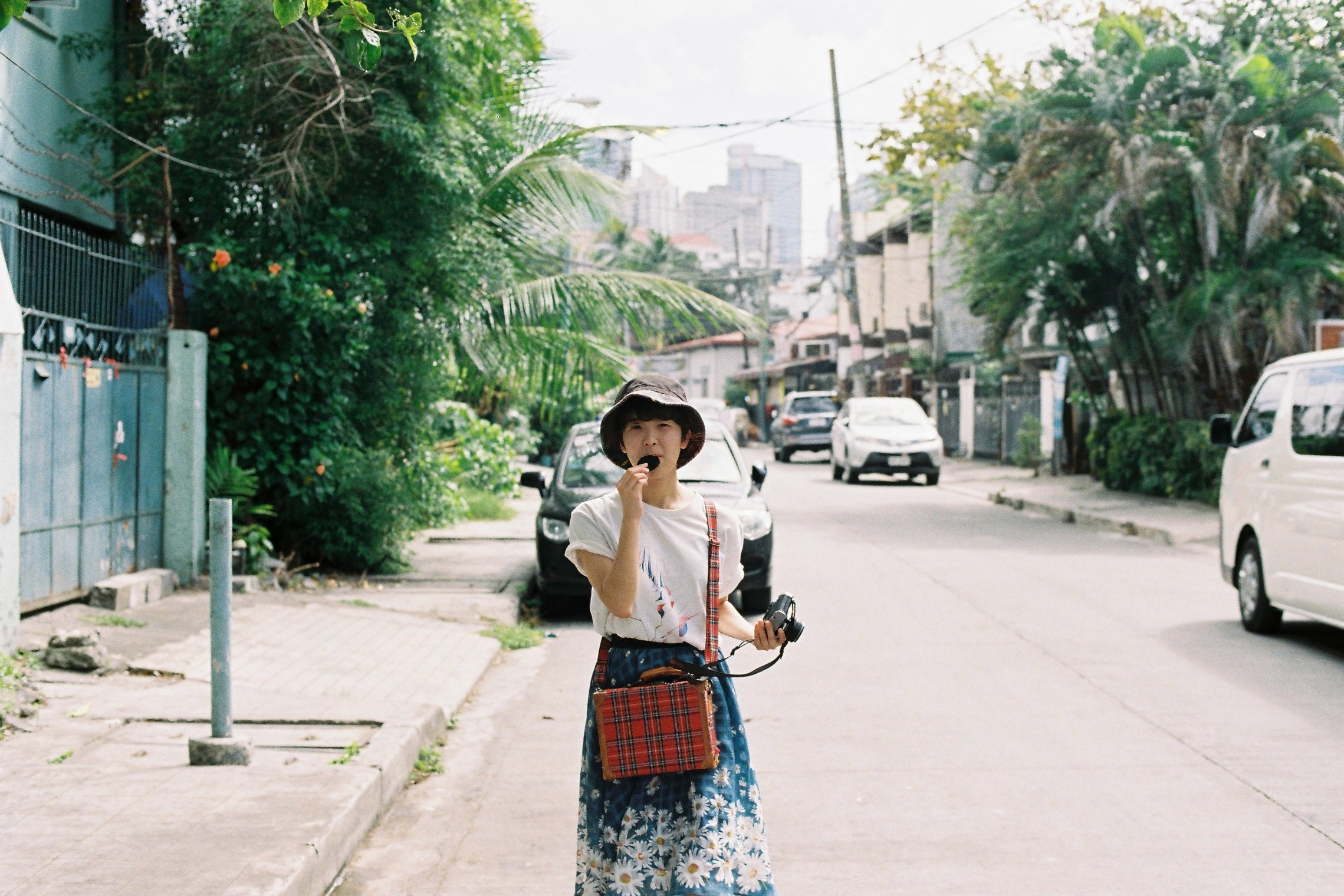 フィルムカメラと女の子