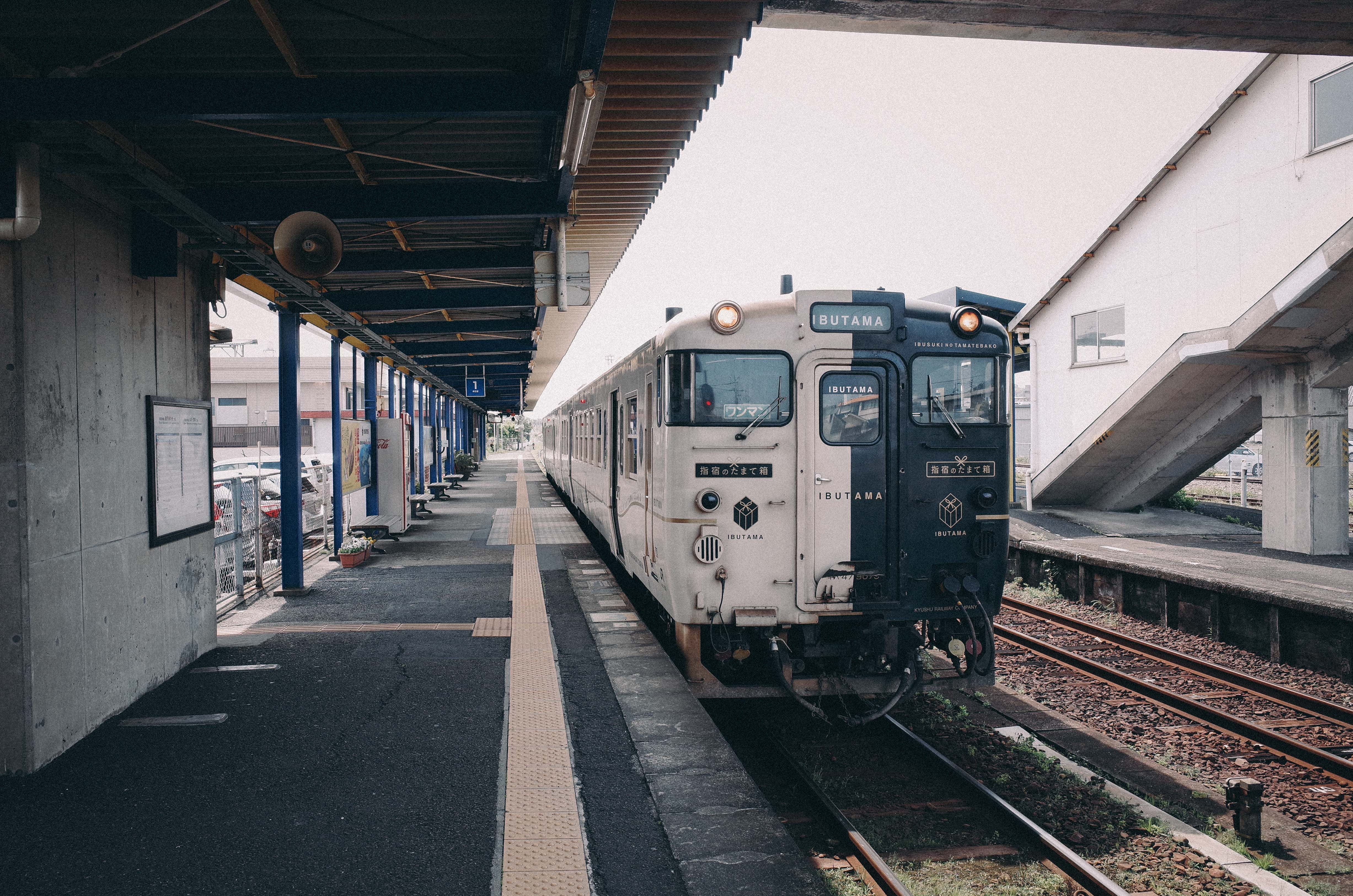 """""""指宿のたまて箱""""に乗って、鹿児島中央までひとり旅"""