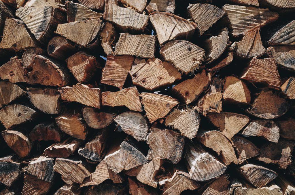 鰹節を燻すための木材